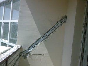 Instalacja klimatyzatora przez loggię